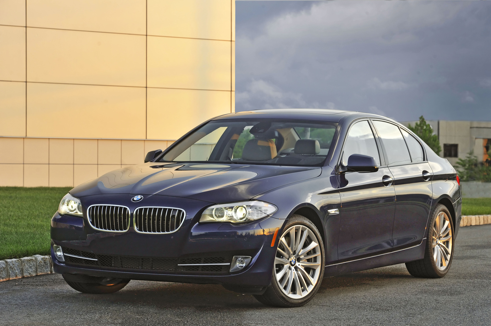 BMW 5 series 550i 2013 photo - 12