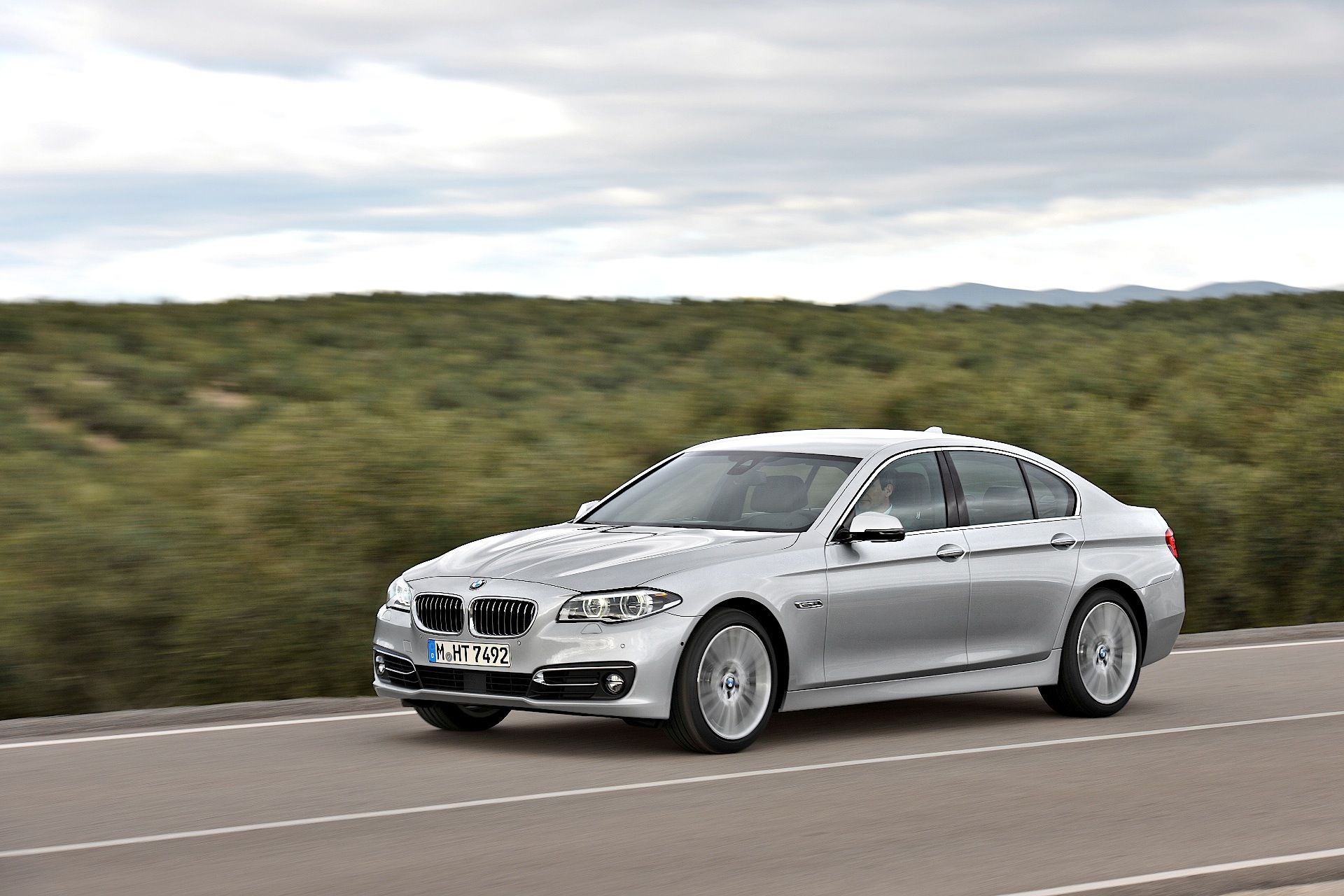 BMW 5 series 550i 2013 photo - 2