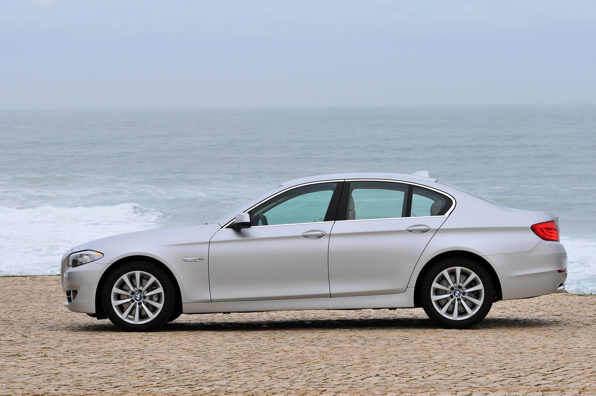 BMW 5 series 550i 2013 photo - 3
