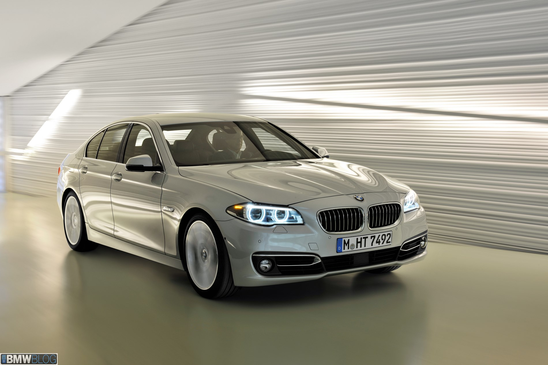 BMW 5 series 550i 2013 photo - 7