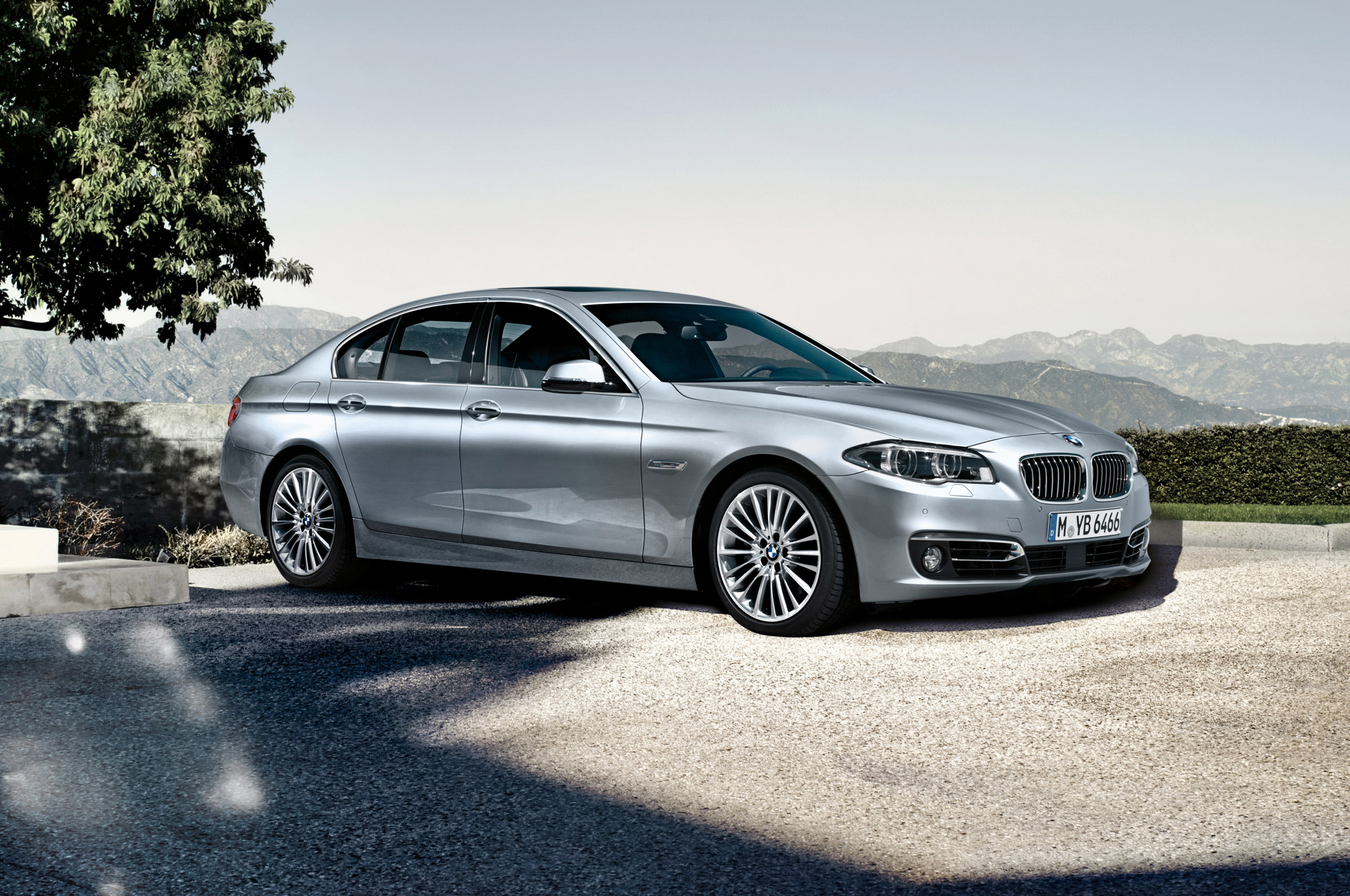 BMW 5 series 550i 2014 photo - 11