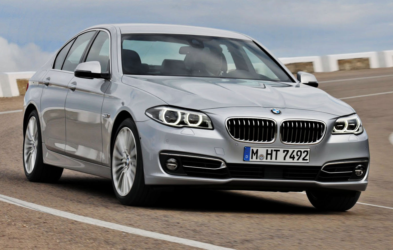 BMW 5 series 550i 2014 photo - 7