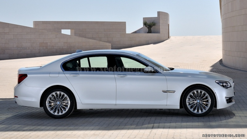 BMW 7 series 730Li 2012 photo - 9