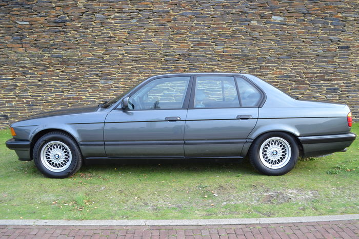 BMW 7 series 730i 1990 photo - 10