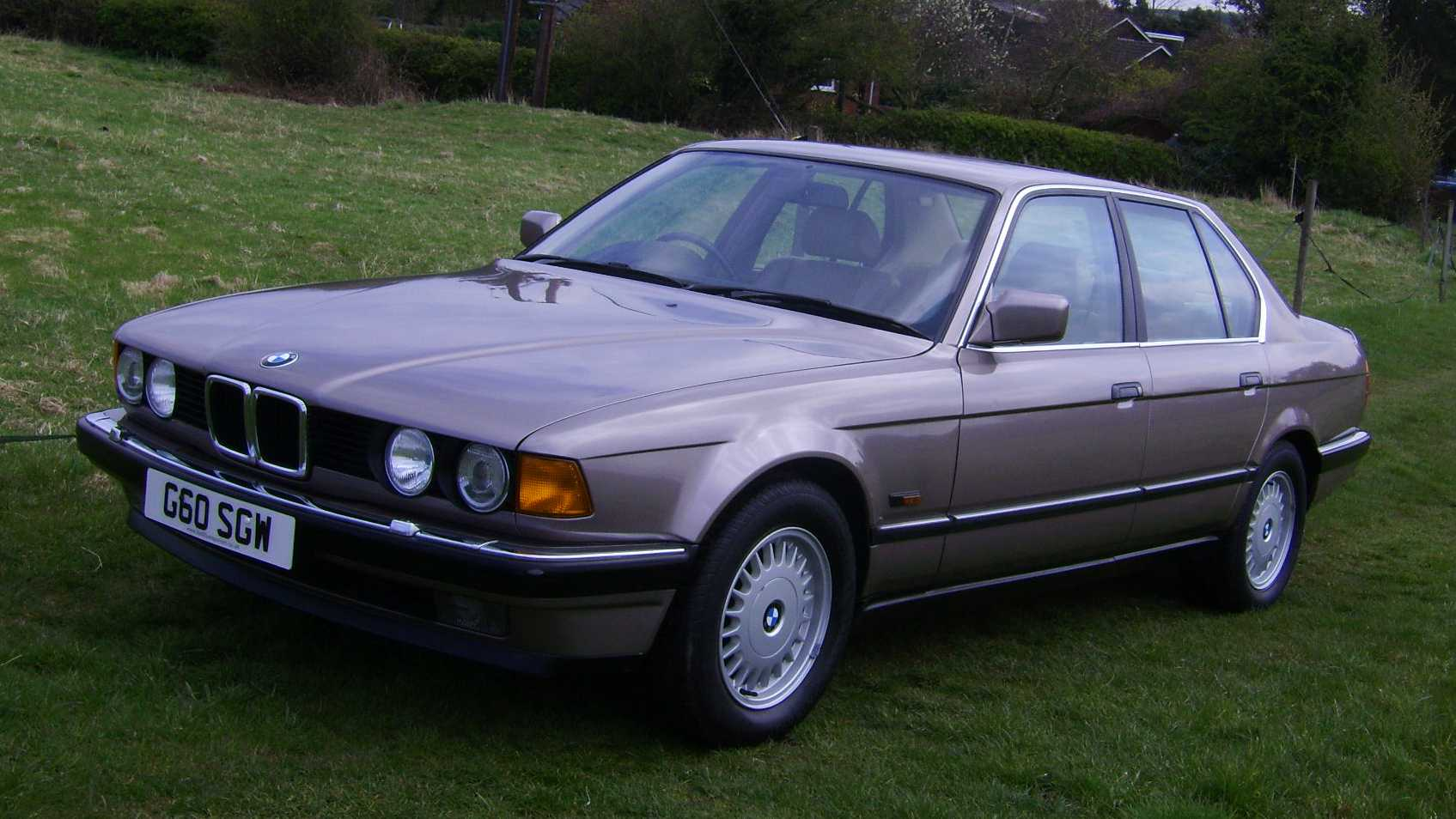 BMW 7 series 730i 1990 photo - 11