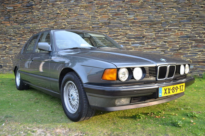BMW 7 series 730i 1990 photo - 6