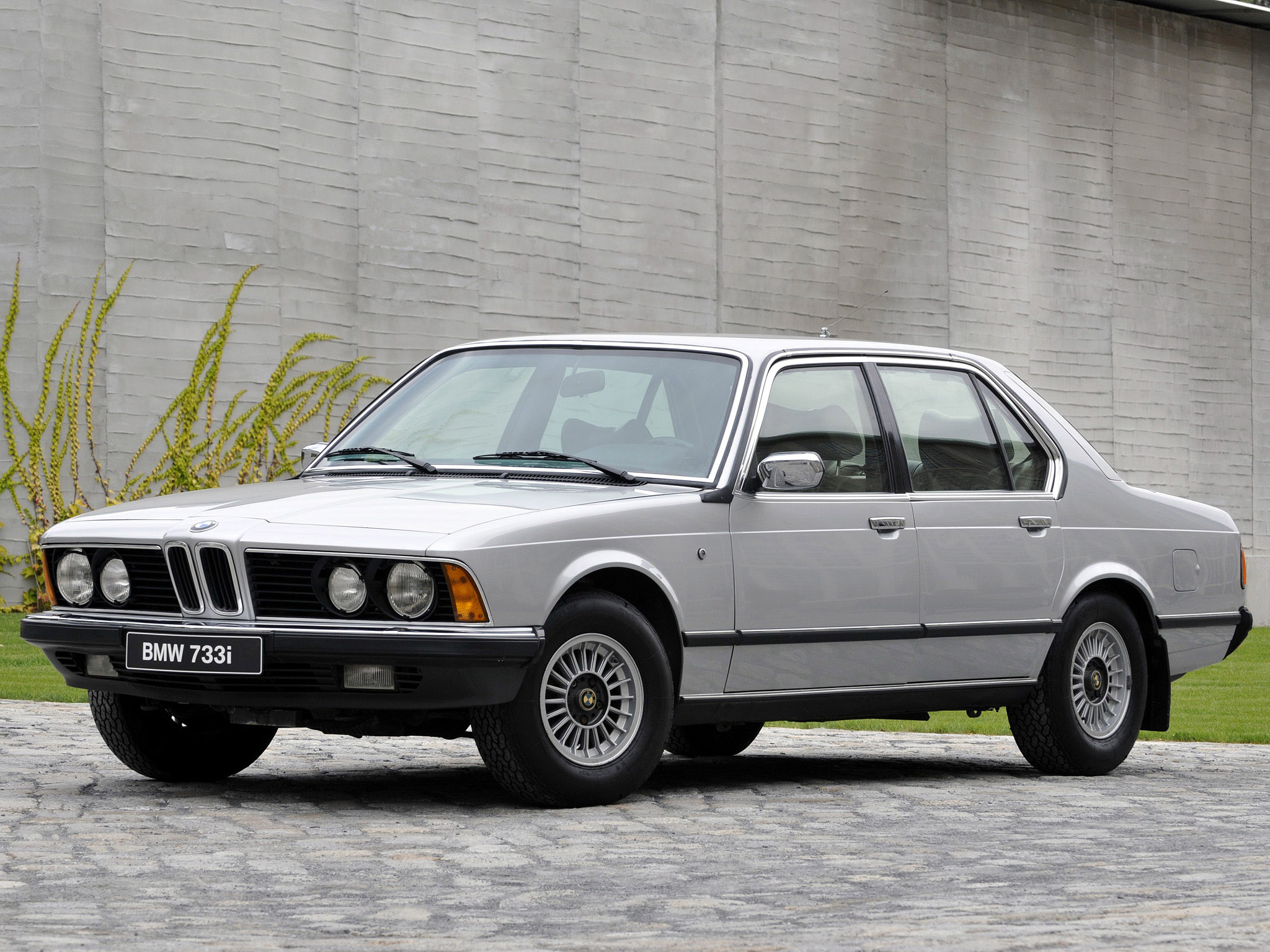 BMW 7 series 733i 1977 photo - 1