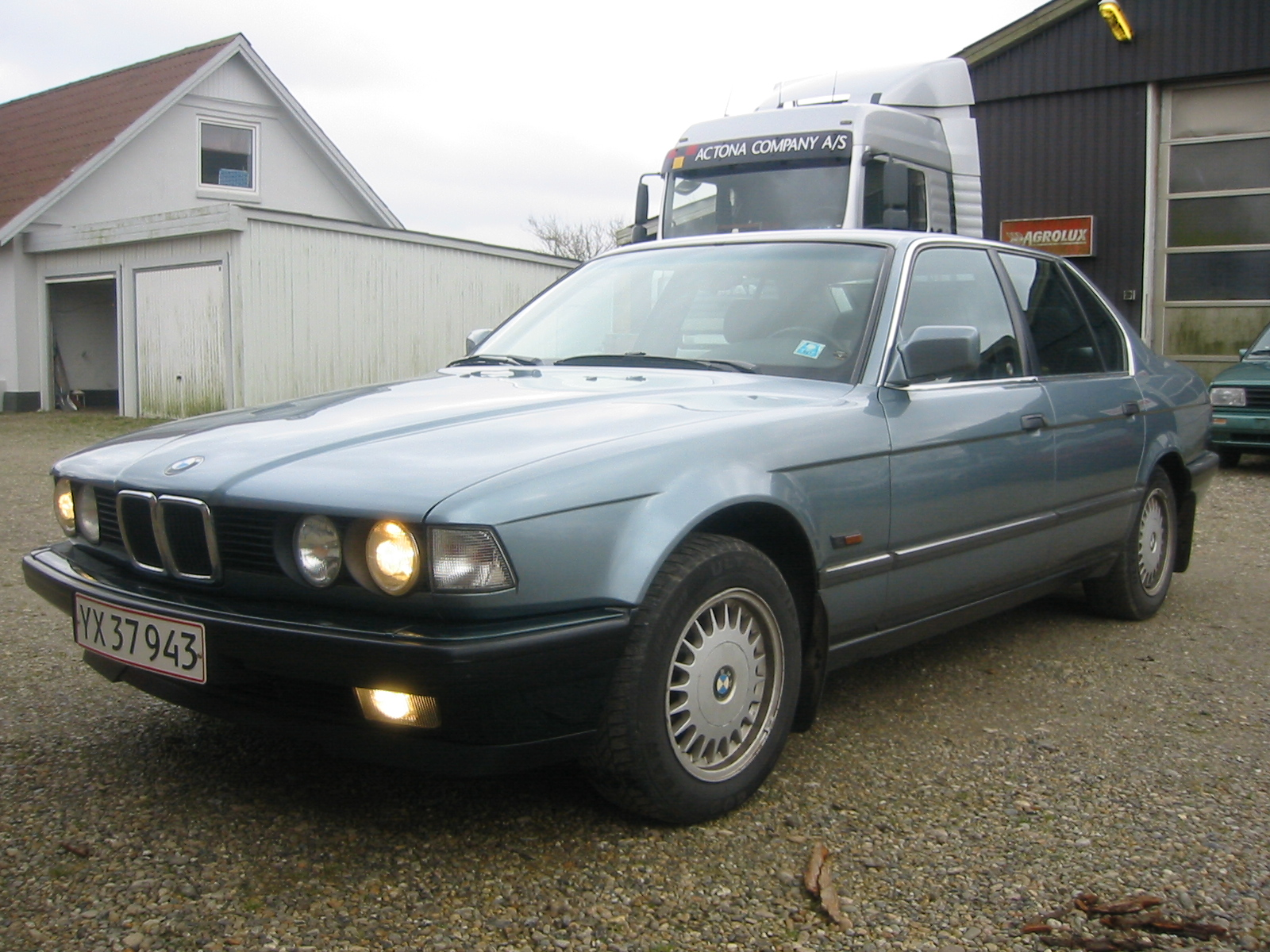 BMW 7 series 735iL 1988 photo - 1