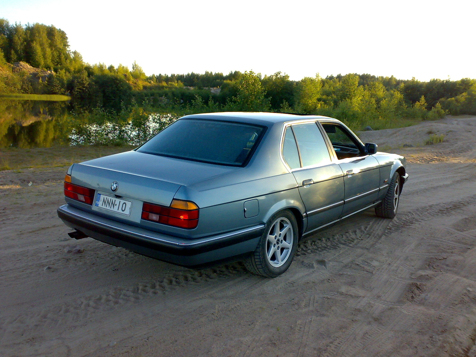 BMW 7 series 735iL 1988 photo - 5