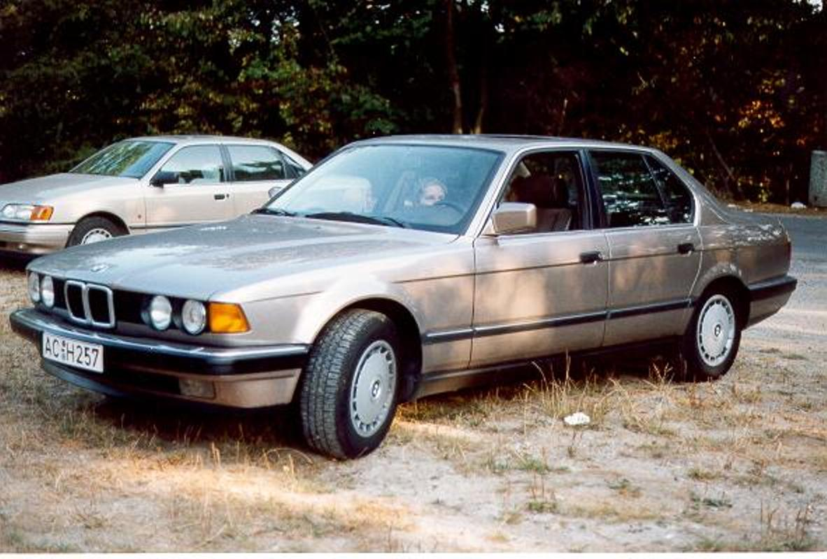 BMW 7 series 735iL 1988 photo - 7