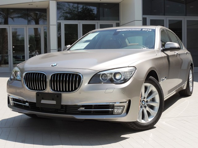 BMW 7 series 740Li 2013 photo - 9
