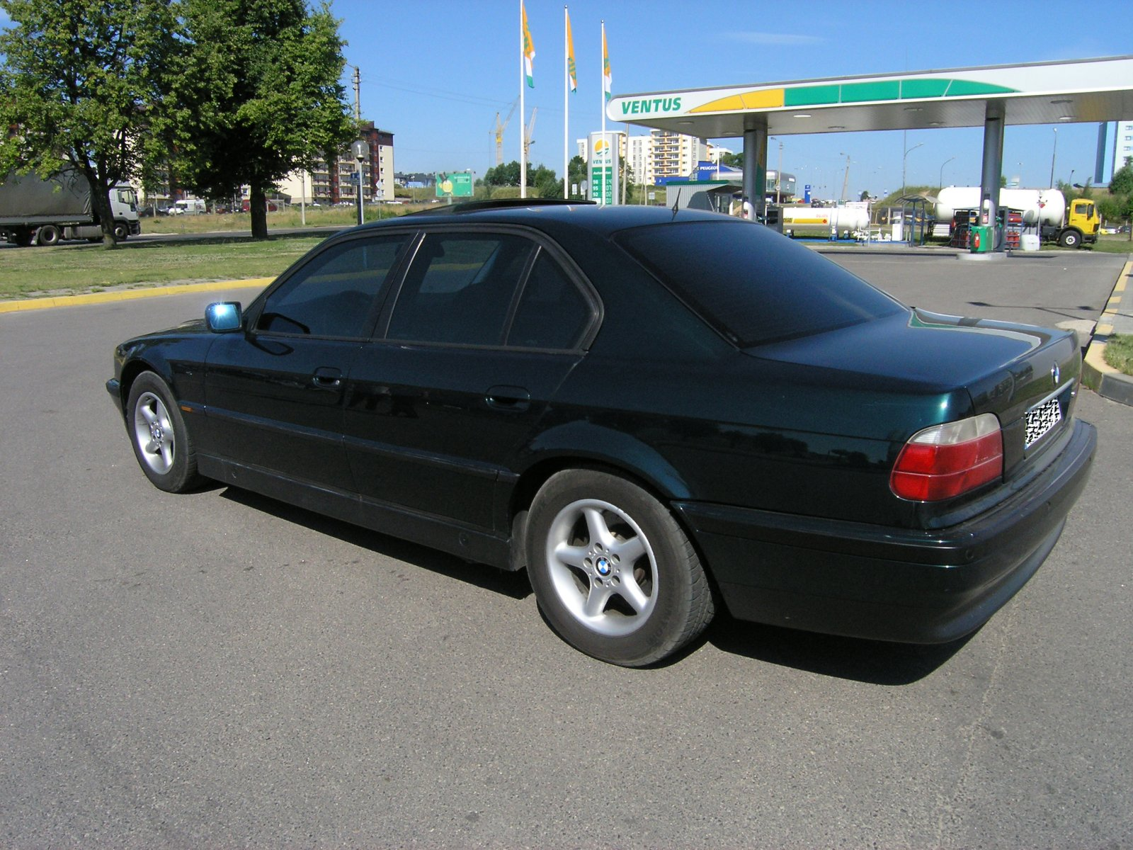 BMW 7 series 740i 1994 photo - 8