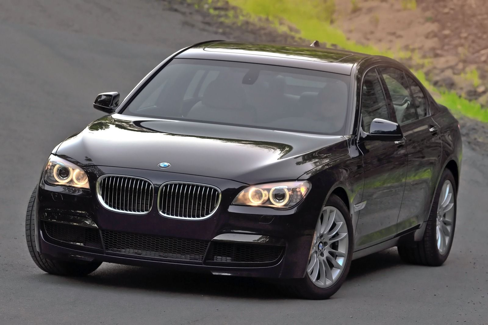 BMW 7 series 740i 2012 photo - 3