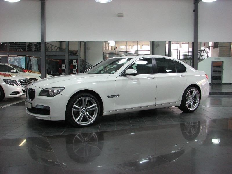 BMW 7 series 740i 2012 photo - 9