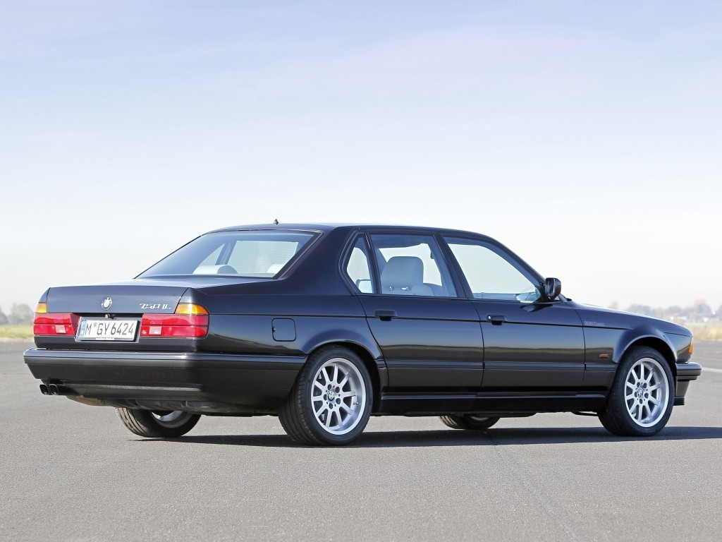 BMW 7 series 740iL 1986 photo - 10
