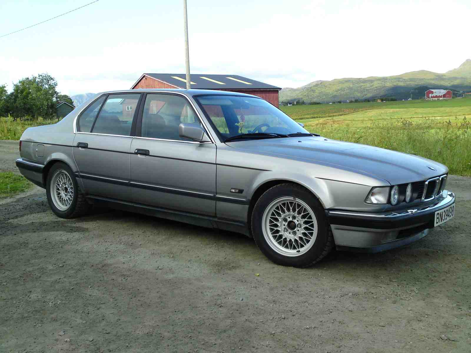 BMW 7 series 745i 1987 photo - 1
