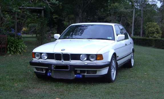 BMW 7 series 745i 1987 photo - 11