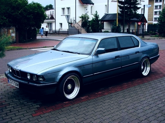 BMW 7 series 745i 1987 photo - 12