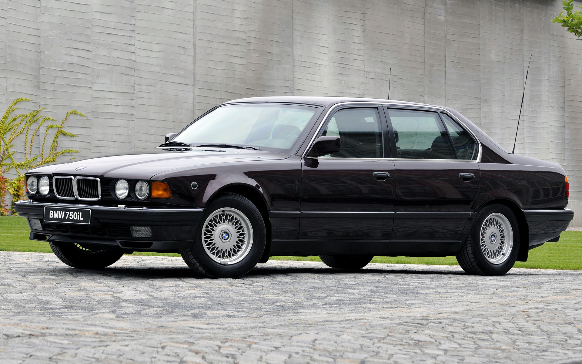 BMW 7 series 745i 1987 photo - 9