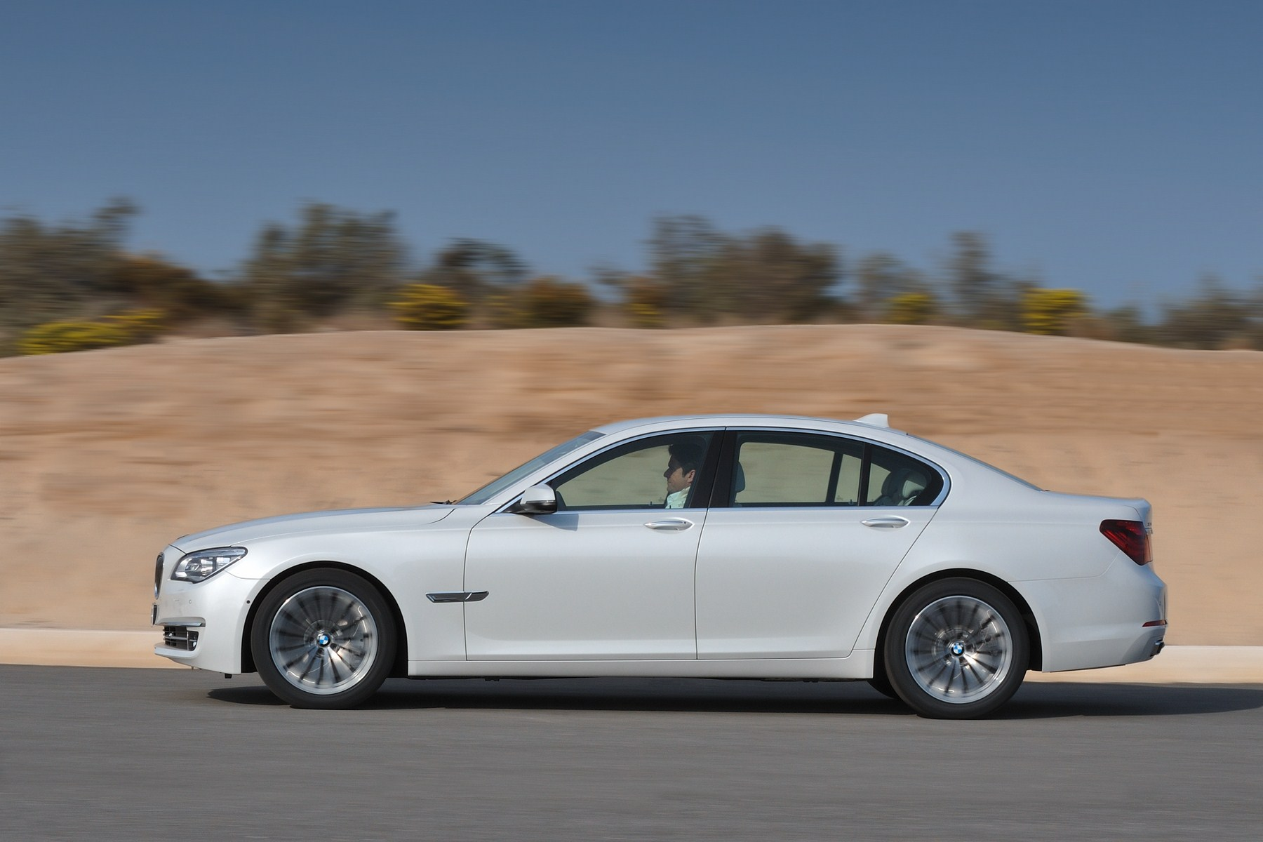 BMW 7 series 750d 2013 photo - 1