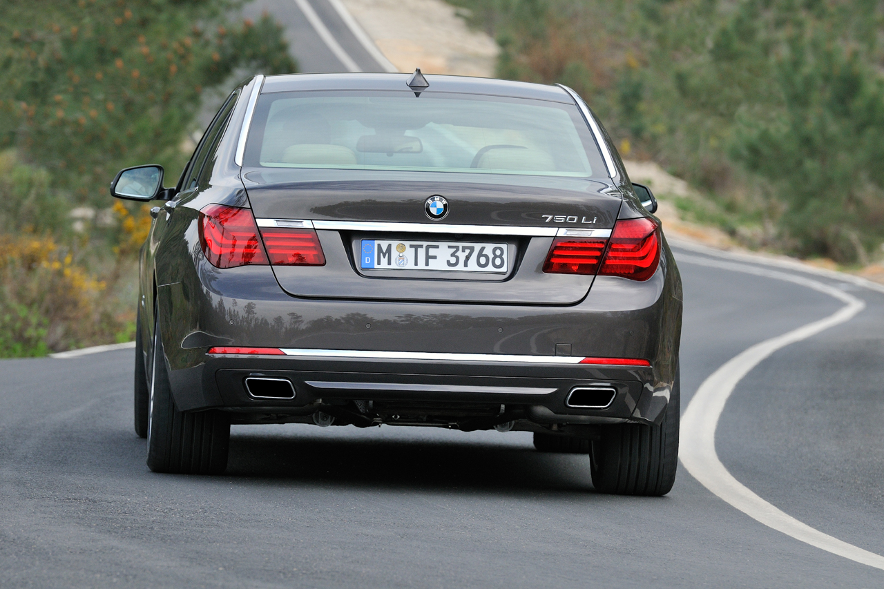 BMW 7 series 750d 2013 photo - 9