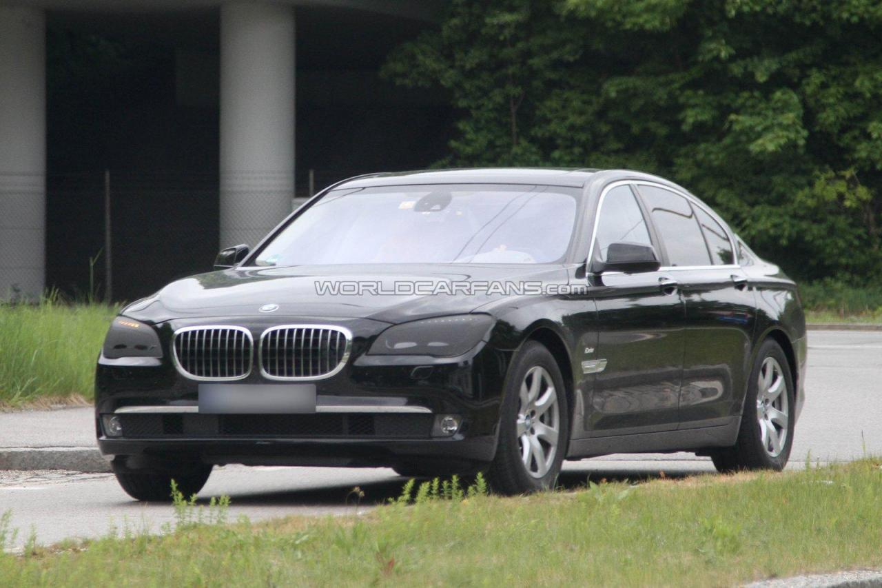 BMW 7 series 750i 2012 photo - 6