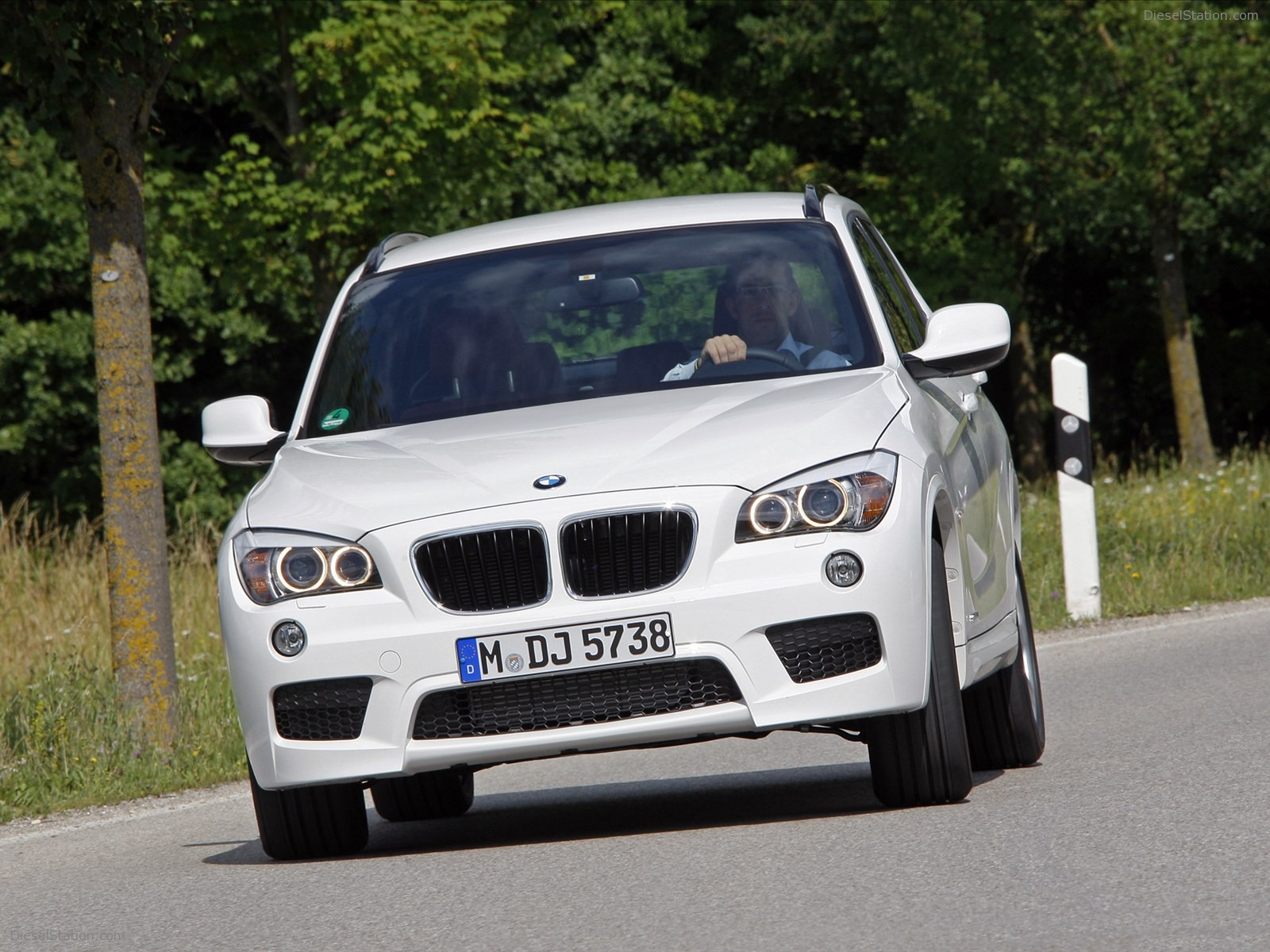 BMW X1 xDrive25i 2012 photo - 12