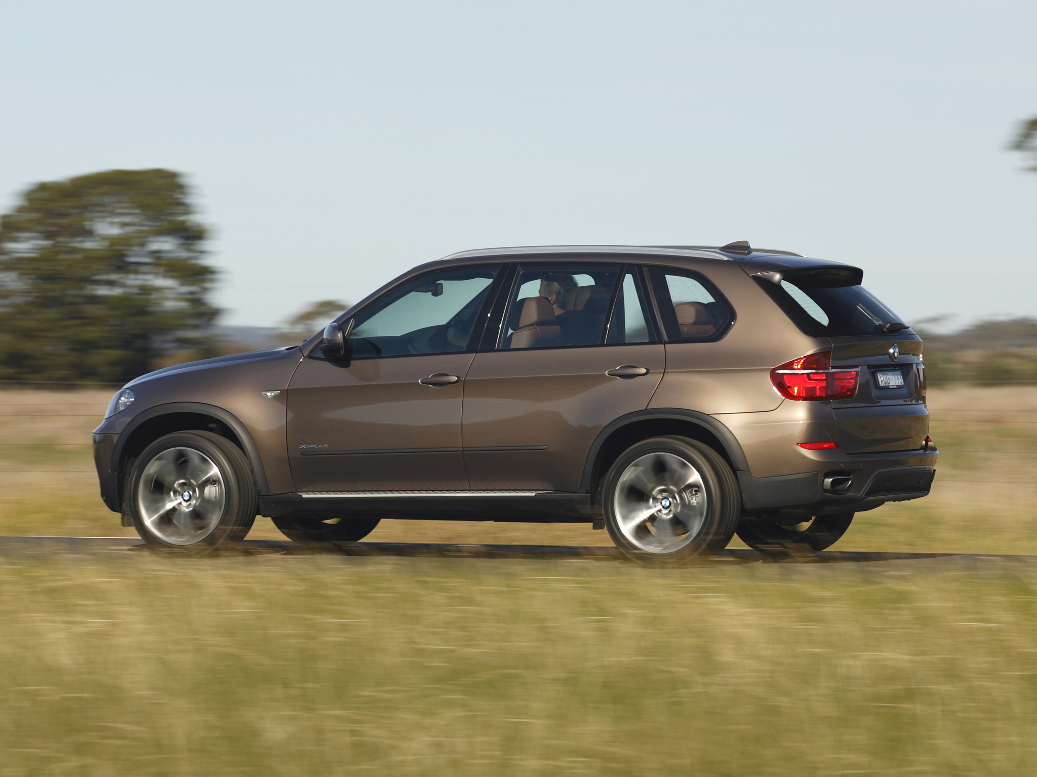 BMW X5 xDrive50i 2010 photo - 3