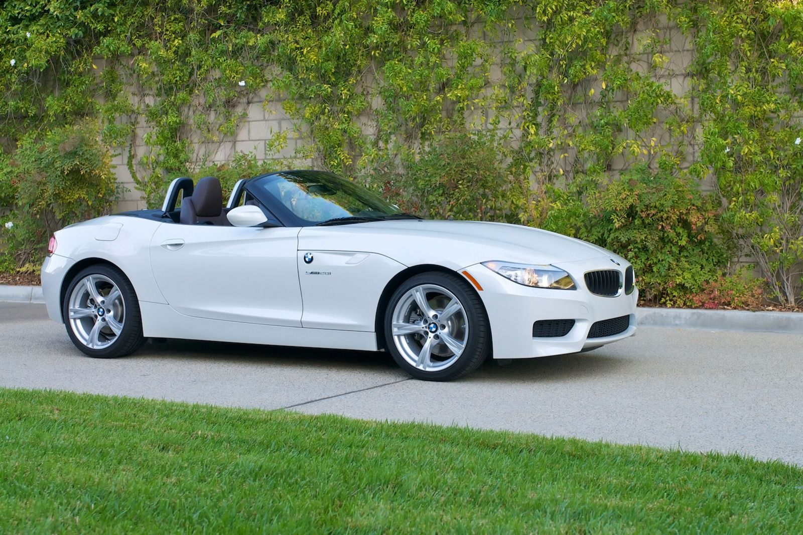 BMW Z4 sDrive28i 2010 Technical specifications | Interior ...