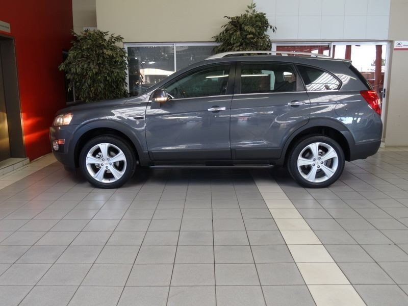 Chevrolet Captiva 3.0 2013 photo - 8