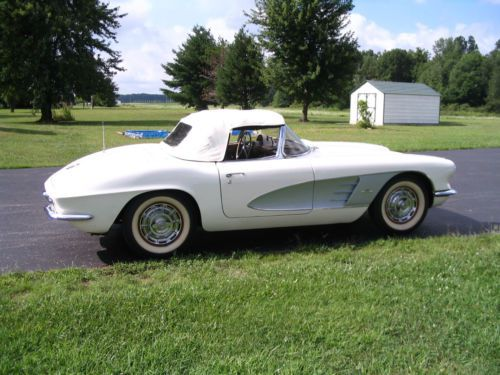 Chevrolet Corvette 4.6 1961 photo - 1