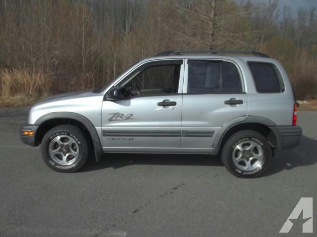 Chevrolet Tracker 2.5 2002 photo - 1