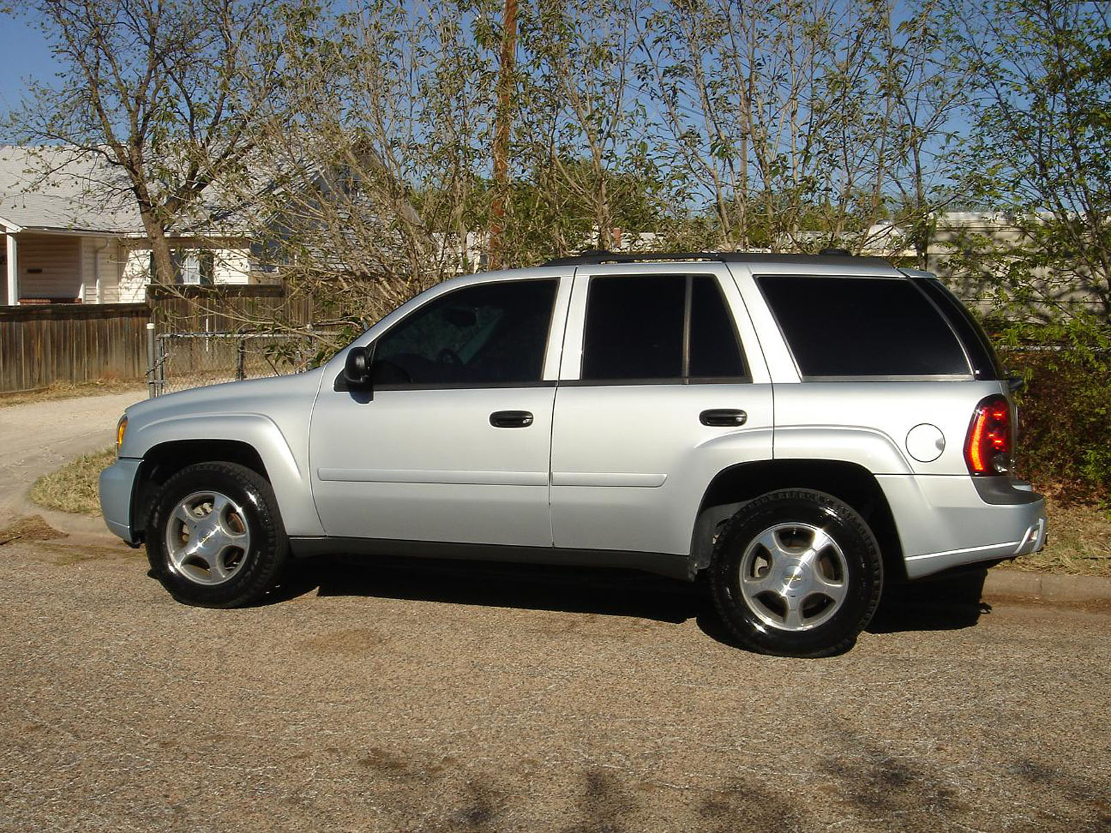 Chevrolet TrailBlazer 5.3 2009 Technical specifications ...