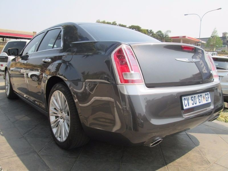 Chrysler 300C 3.6 2013 photo - 1
