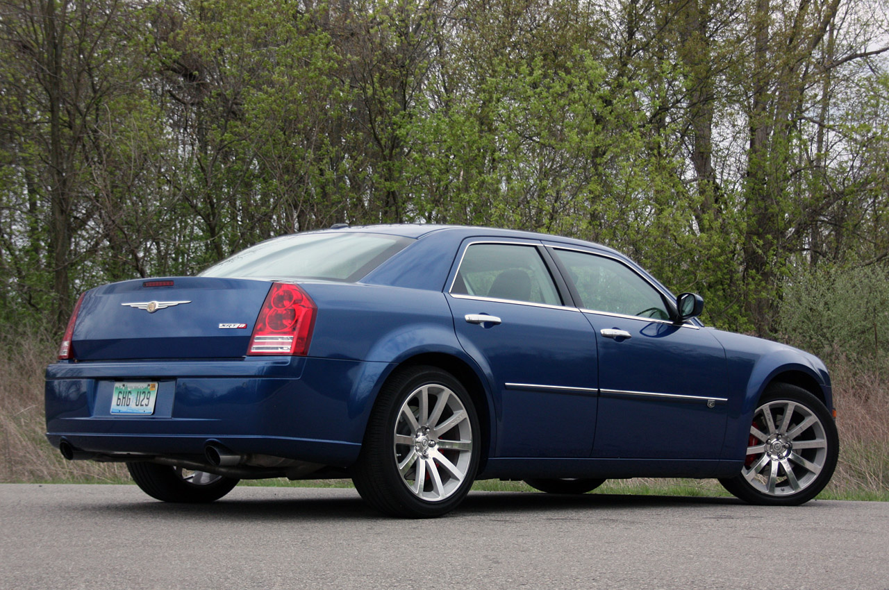 Chrysler 300C 6.1 2010 photo - 12