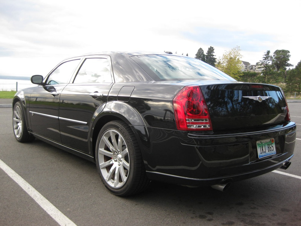 Chrysler 300C 6.1 2010 photo - 2