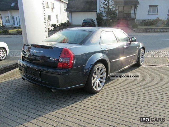 Chrysler 300C 6.1 2010 photo - 3