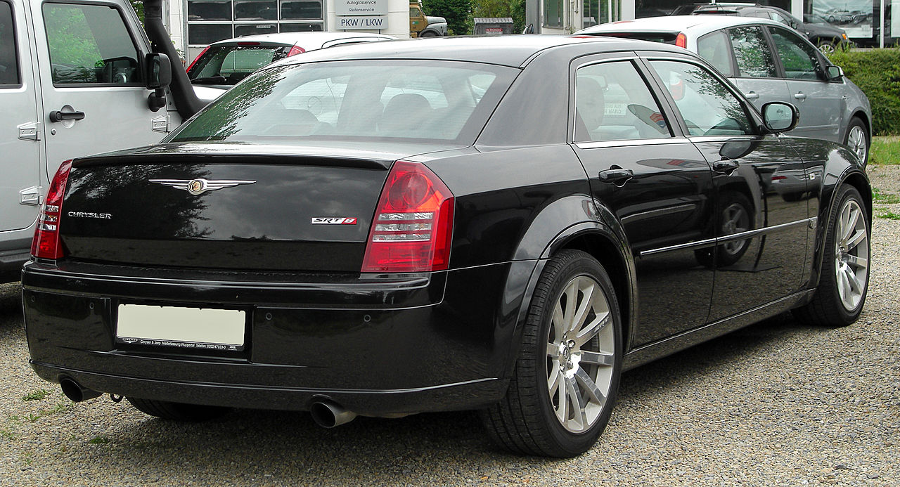 Chrysler 300C 6.1 2010 photo - 4
