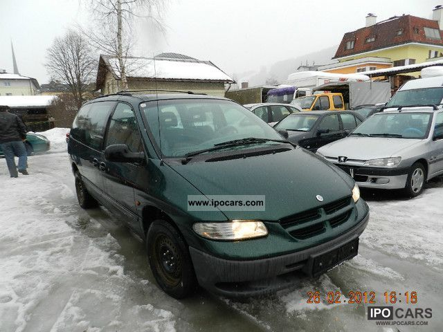 Chrysler Grand Voyager 2.4 1997 photo - 1