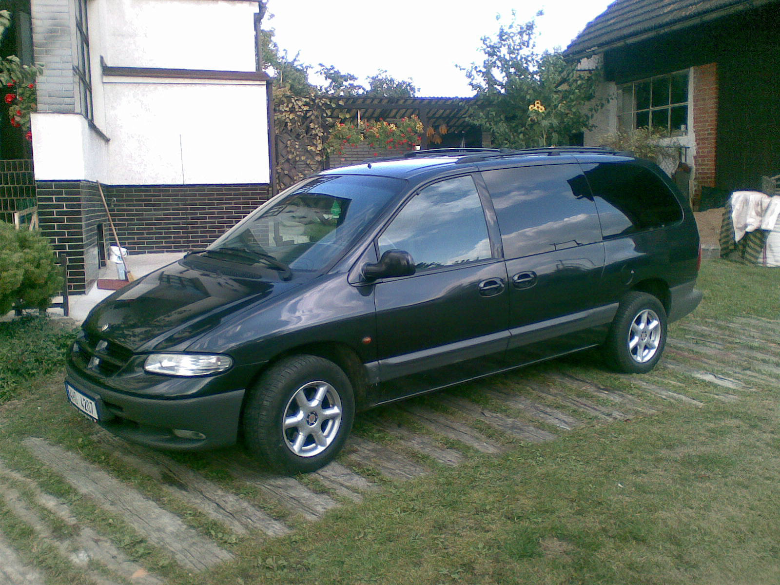 Chrysler Grand Voyager 2.4 1997 photo - 11
