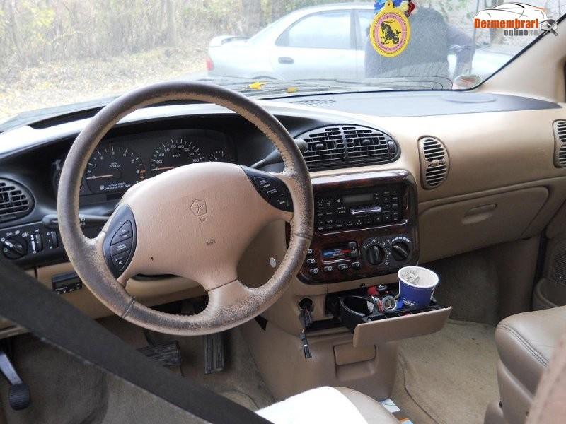 Chrysler Grand Voyager 2.4 1997 photo - 6