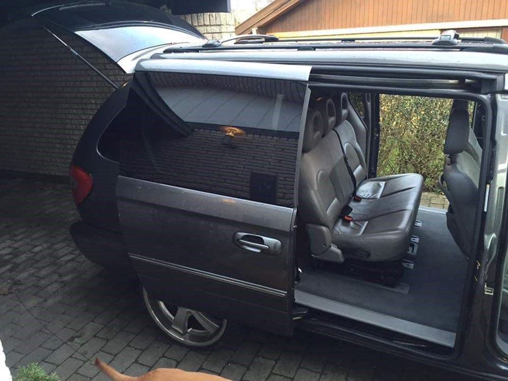 Chrysler Grand Voyager 2.8 2000 photo - 8