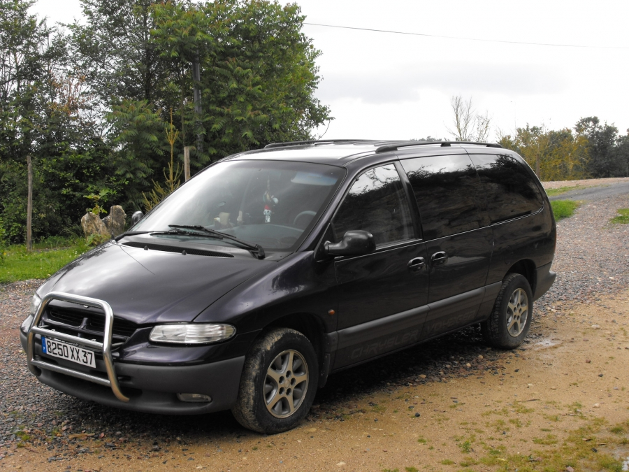Chrysler Grand Voyager 3.3 1998 photo - 2