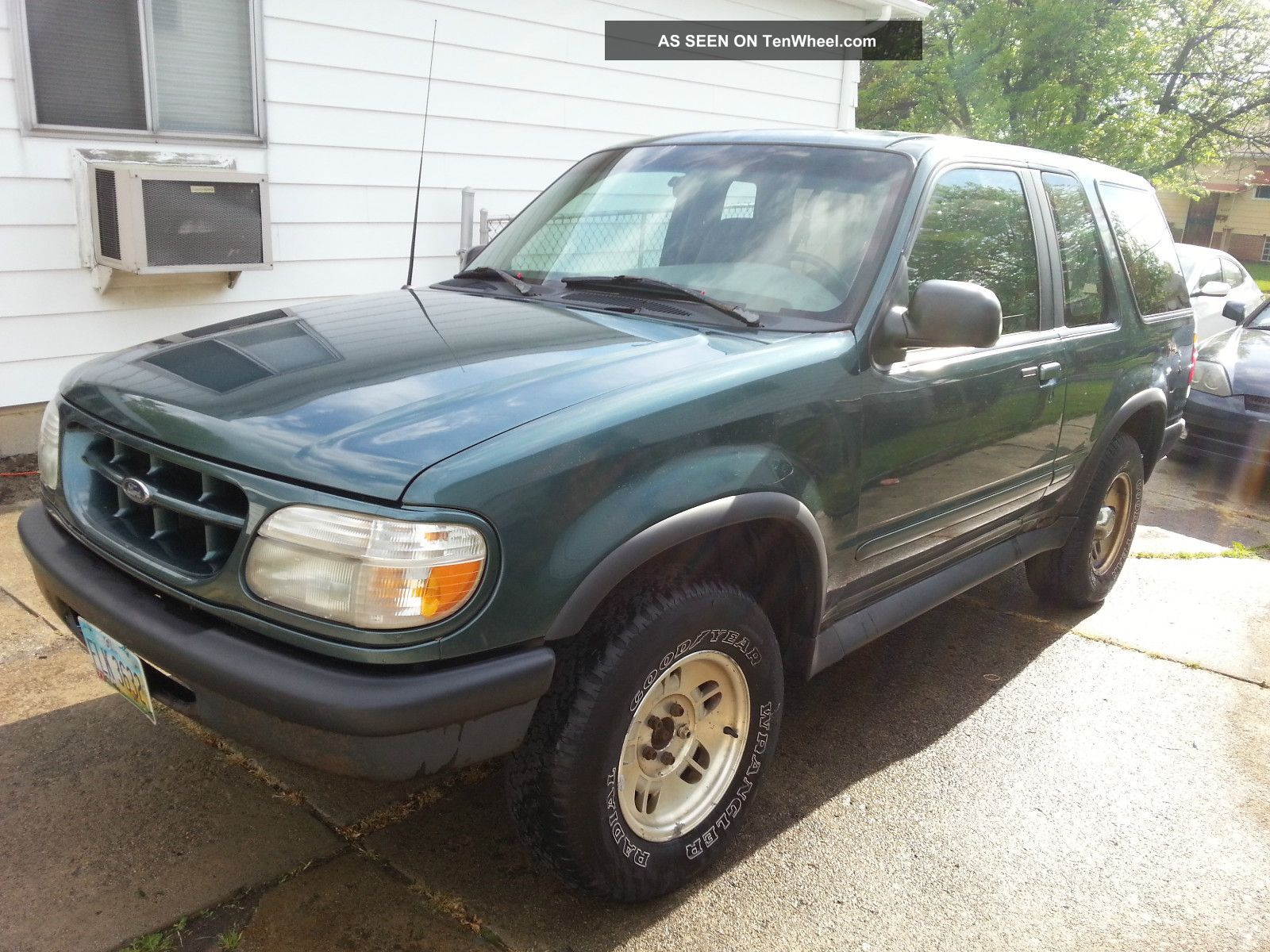 Ford Explorer 4.0 1996 photo - 4