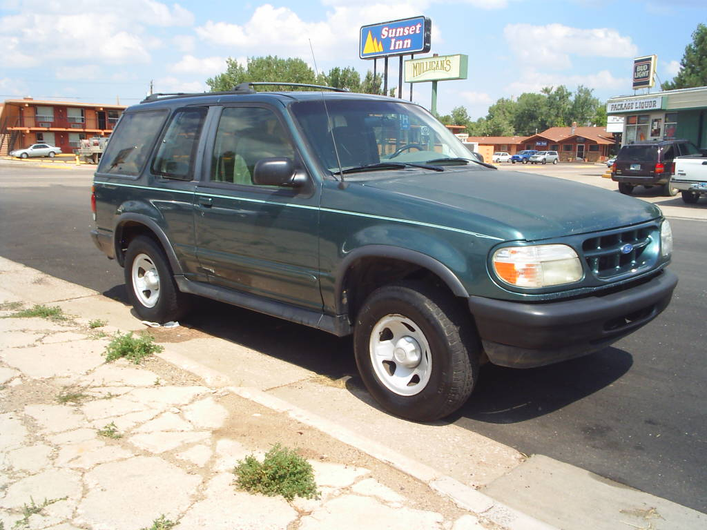 Ford Explorer 4.0 1996 photo - 7