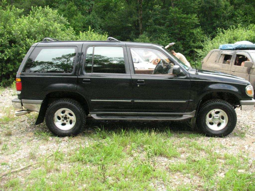 Ford Explorer 4.0 1996 photo - 9