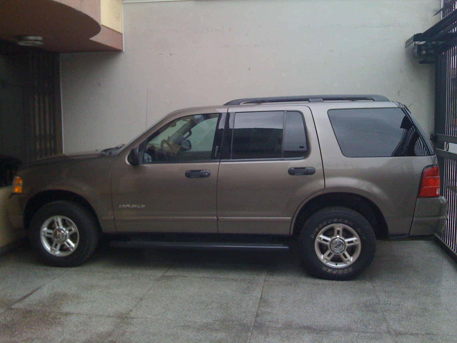 Ford Explorer 4.0 2004 photo - 2