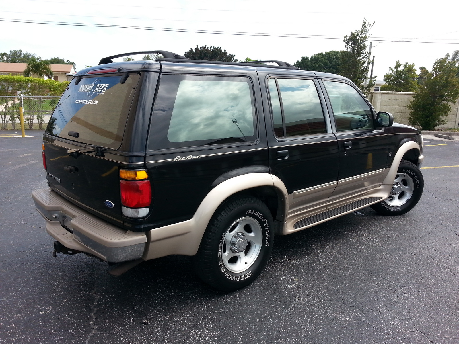 Ford Explorer 4.9 1997 photo - 2