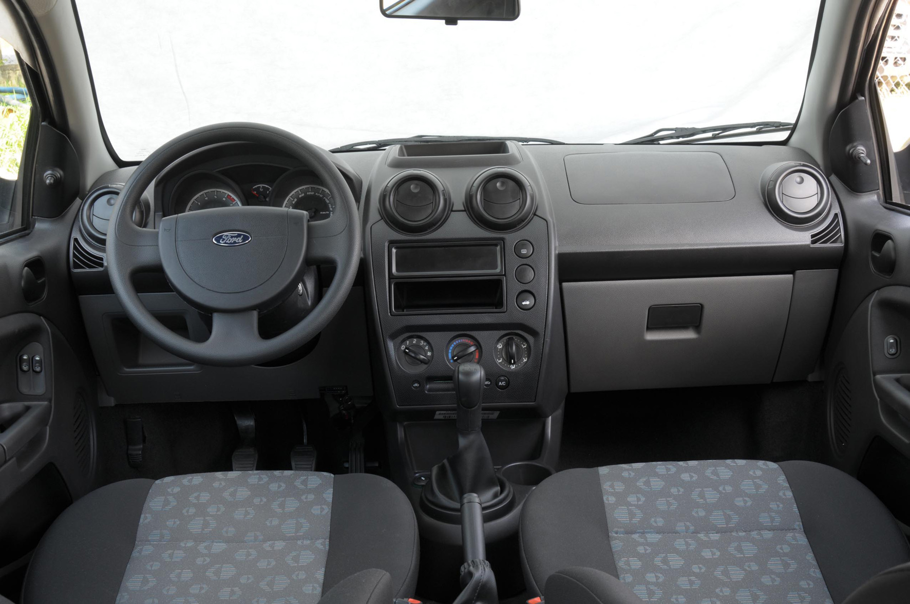 Ford Fiesta 1.0 2010 photo - 4