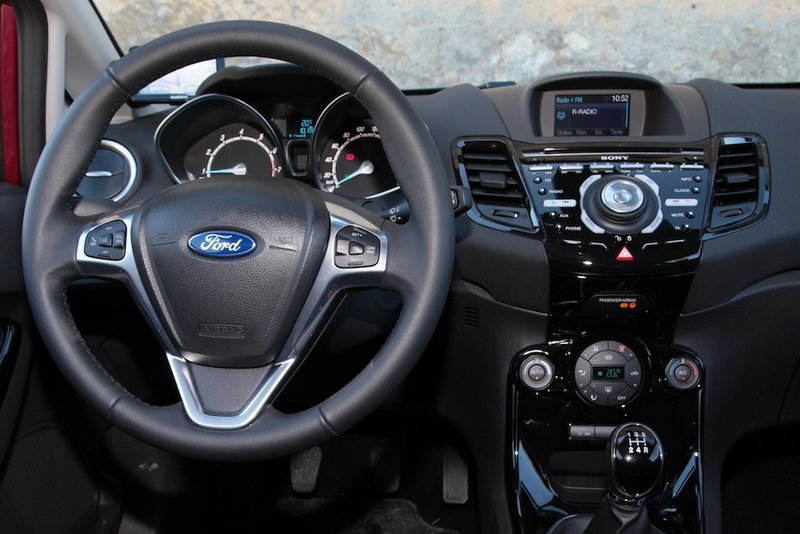 Ford Fiesta 1.0 2012 photo - 12